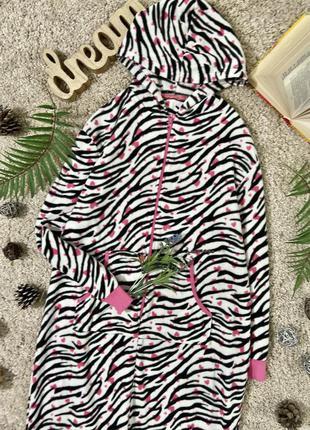 Флисовая кигуруми пижама слип человечек принт зебра в сердечка...
