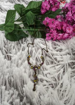 Ожерелье с разноцветными камнями