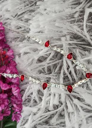 Ожерелье с красными камнями