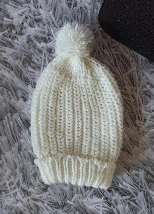 Шапка белая, шапка демисезонная объемная вязка, шапка с бубоном