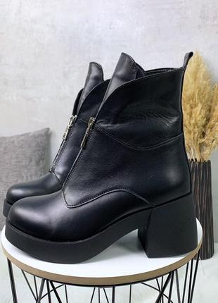 Зимние ботильоны из натуральной кожи на среднем каблуке