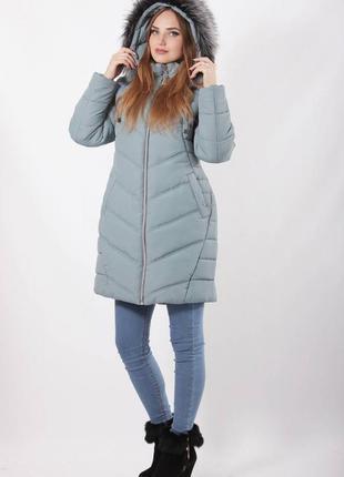 Женская куртка зимняя с меховым капюшоном серая