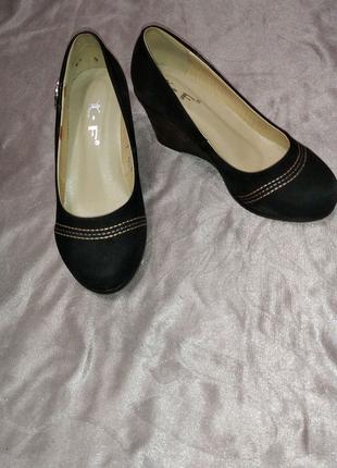Туфли замшевые . Новые