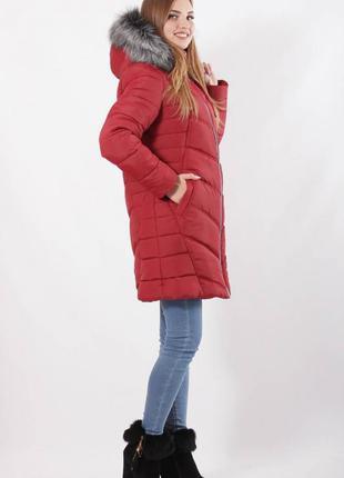 Женская куртка зимняя с меховым капюшоном вишневая