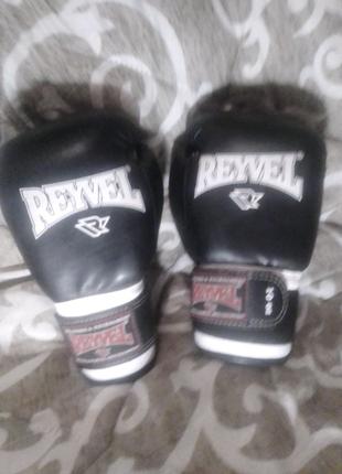 Боксёрские перчатки и шлем Reyvel.продам срочно