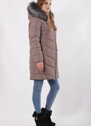 Женская куртка зимняя с меховым капюшоном темная