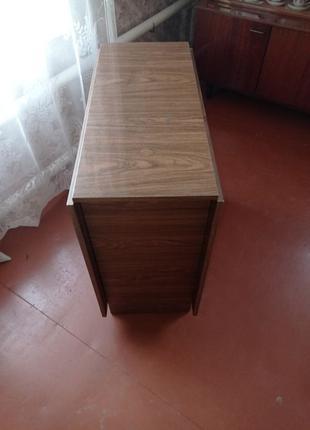 Продам стол-тумбу ( полированную )в хорошем состоянии.