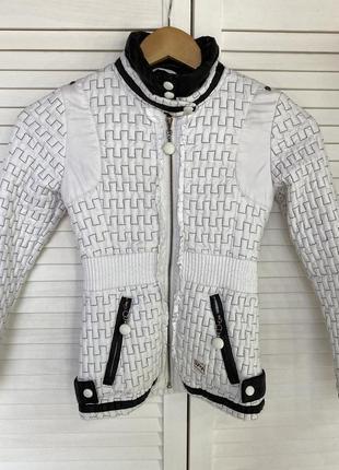 Детская белая куртка skorpian весна осень 134 черная