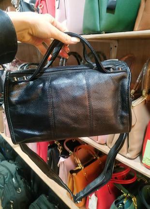 Удобная кожаная сумка на длинной ручке