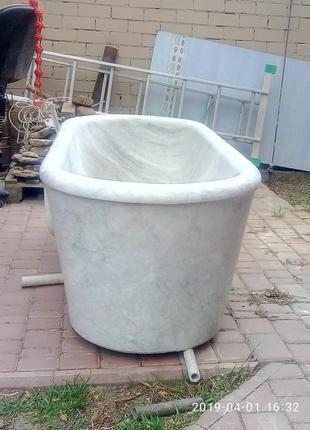Мраморная ванна.