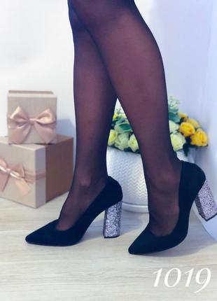 Черные женские туфли на каблуке
