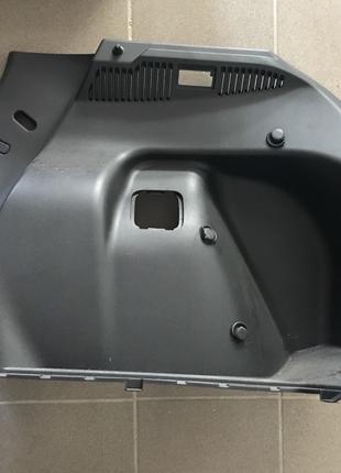 Панель накладка багажника правая Nissan Leaf 2018-2019 84950-5SA0
