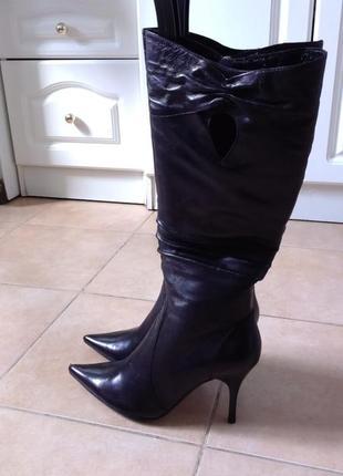 Сапоги кожаные на каблуках новые в родной коробке