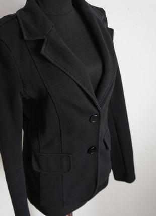 Стильный трикотажный жакет пиджак приталенный