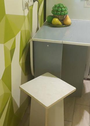 Продам стол кухонный бабочка 109*65 см раскладной + 2 табурета