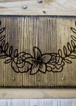 """Настенная ключница """"Цветы"""" из дерева"""