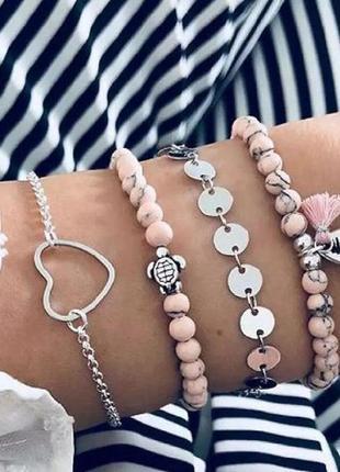 Набор браслетов 4 штуки розового цвета ( ракушка, сердце, чере...