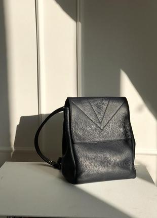 Продам маленький рюкзак в коже флотар