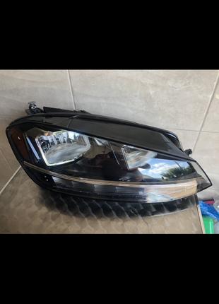 Volkswagen Golf VII 2012-2019г правая фара