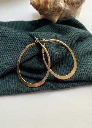 Стильные женские серьги кольца золотого цвета