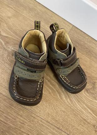 Кожаные ботинки для мальчика clarks