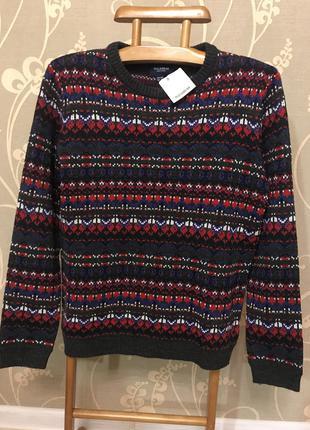 Очень красивый и стильный брендовый свитер.