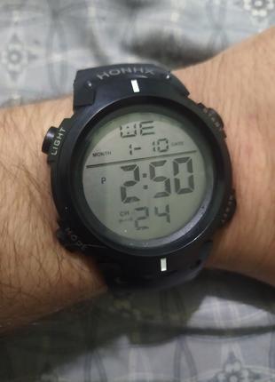 Спортивные часы водонепроницаемый