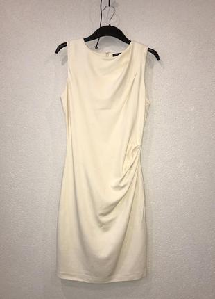 Классическое платье карандаш футляр в деловом стиле со сборкой...