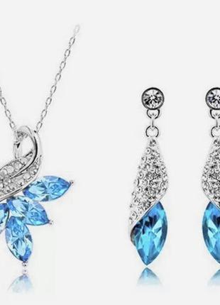Красивый набор с голубыми кристаллами