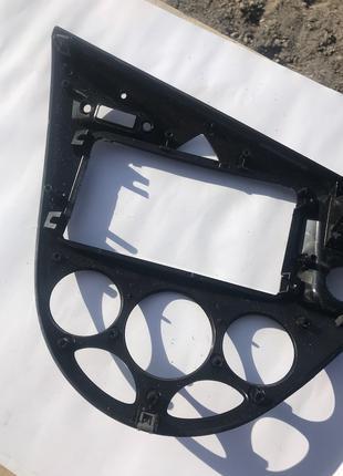 Рамка (панель, накладка) торпедо (вентиляции, радио) Форд Фокус 1