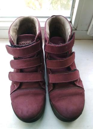 Ботинки или  полусапожки 35 размера замшевые как новые