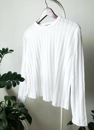 Білий свитер в рубчик велюр