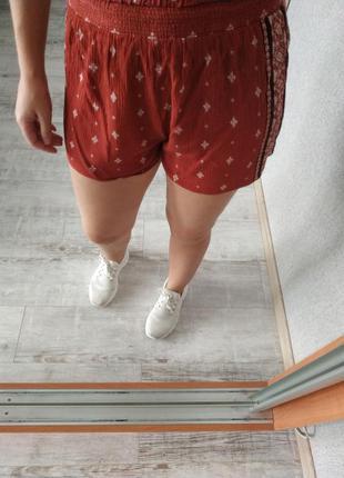 Легкие красивые шорты в принт