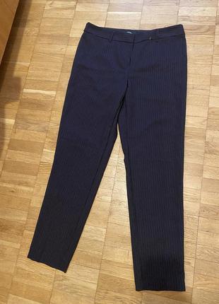 Темно-синие брюки в полоску