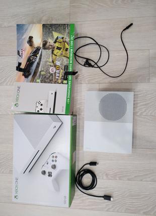 Xbox one s 500gb + 2(геймада)