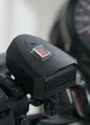 зарядное  устройство телефона для мотоцикла.