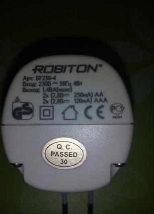 Зарядное устройство ROBITON на 4 аккумулятора