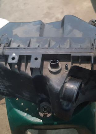 Расходомер и корпус воздушного фильтра Mazda Premacy 2.0 DiTD.