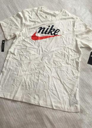 Красивая футболка от nike