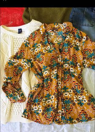 Красивая горчичная блуза
