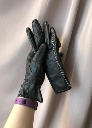 Чёрные тёплые зимние кожаные перчатки утеплённые классика