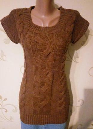 Теплая безрукавка свитер без рукавов футболка . красивый узор