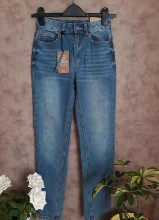 Крутые джинсы мом с высокой посадкой