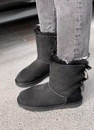 Зимние сапоги ugg с бантами черные