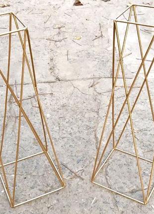 Металлическая конструкция-стойки под композиции