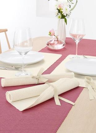 Плотная салфетка для сервировки стола 48*33 с золотой нитью tc...