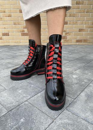 Женские ботинки кожаные зимние черные-красные