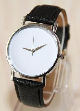 Наручные часы с белим циферблатом. мужские часы. женские часы