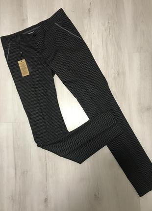 Чёрно-серые мужские классические брюки gardner в маленькую кле...