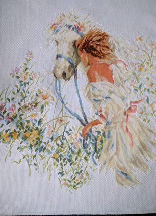 Картина вышитая крестиком девушка с лошадью в летнем саду